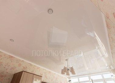 Классический глянцевый натяжной потолок с люстрой НП-176 - фото 3