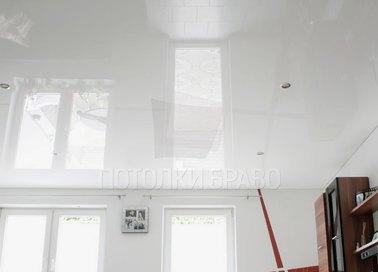 Белый глянцевый натяжной потолок НП-186 - фото 3