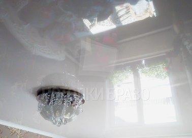 Глянцевый натяжной потолок с люстрой НП-194 - фото 2
