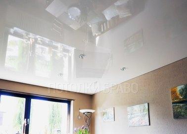 Белый глянцевый натяжной потолок НП-203
