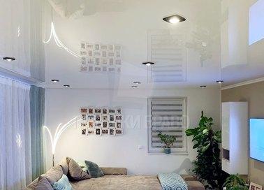 Глянцевый натяжной потолок для современной квартиры НП-219