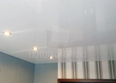 Глянцевый с точечной подсветкой натяжной потолок НП-223