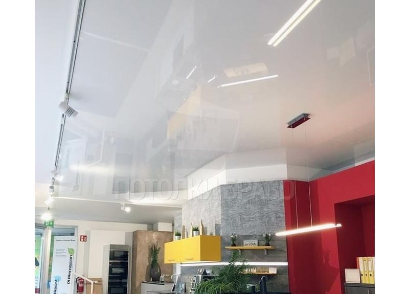 Глянцевый натяжной потолок для офисного помещения НП-226
