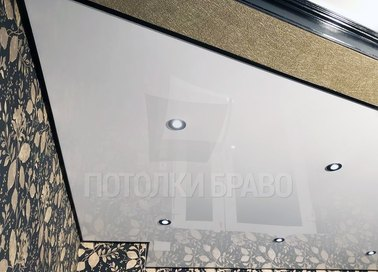 Глянцевый с точечной подсветкой натяжной потолок в комнату НП-231