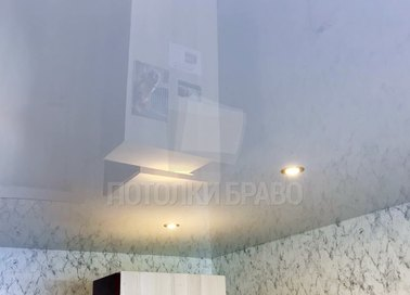 Зеркальный глянцевый натяжной потолок со светильниками НП-234