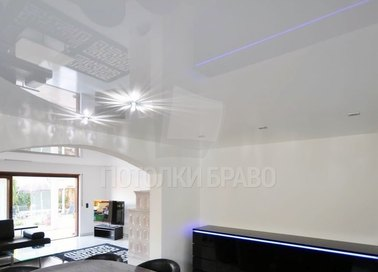 Сложный глянцевый натяжной потолок для гостиной НП-247