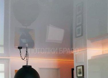 Серый глянцевый натяжной потолок для кирпичного дома НП-248 - фото 2