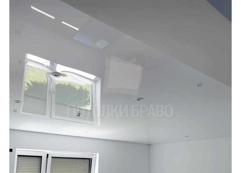 Глянцевый белый натяжной потолок в кирпичный дом НП-251