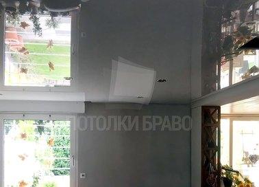 Глянцевый черный натяжной потолок для кирпичного дома НП-255 - фото 2