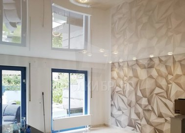 Глянцевый белый натяжной потолок со светильниками НП-257 - фото 2