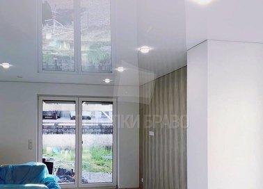 Глянцевый зеркальный натяжной потолок для кирпичного дома НП-263 - фото 2