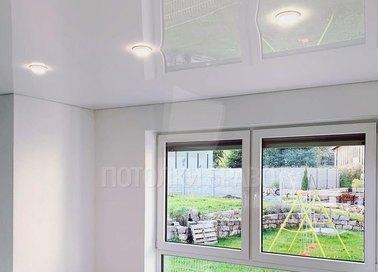 Глянцевый зеркальный натяжной потолок для кирпичного дома НП-263 - фото 4