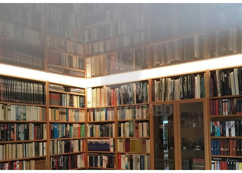 Глянцевый зеркальный натяжной потолок для комнаты НП-264 - фото 2