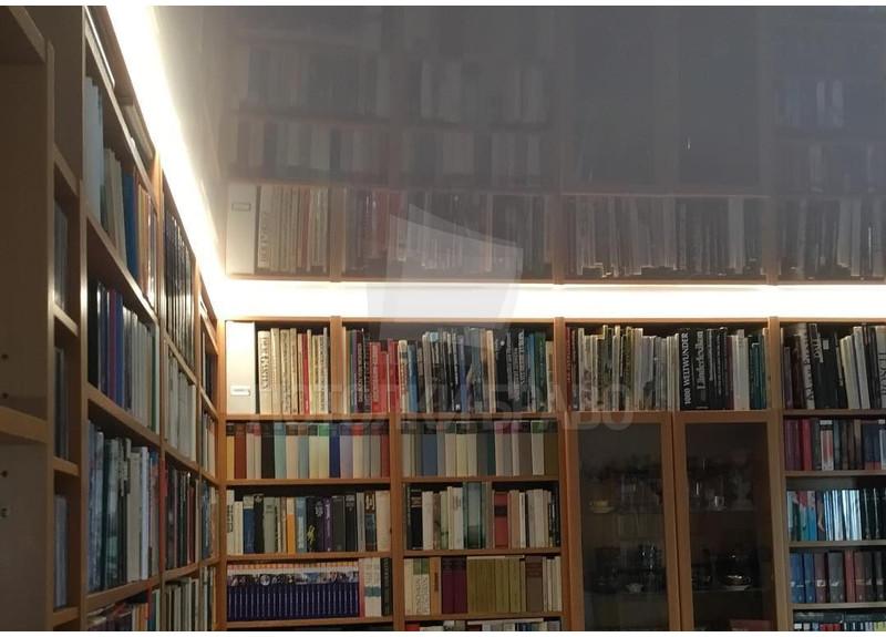 Глянцевый зеркальный натяжной потолок для комнаты НП-264 - фото 3