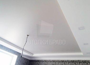 Белый матовый натяжной потолок для жилой комнаты НП-267