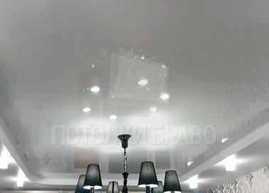 Глянцевый натяжной потолок с люстрой НП-291
