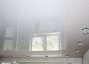 Двухуровневый натяжной потолок со светильниками НП-293