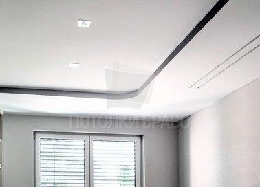 Фактурный натяжной потолок со встроенными светильниками НП-312