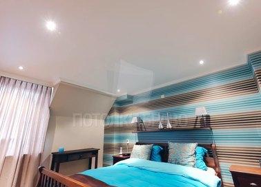 Красивый сатиновый натяжной потолок для спальни НП-331