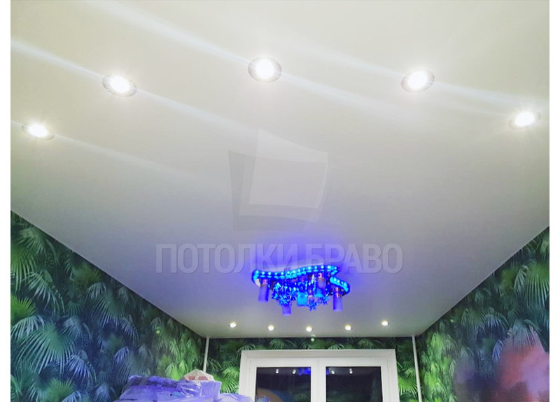 Сатиновый натяжной потолок в современном стиле НП-333