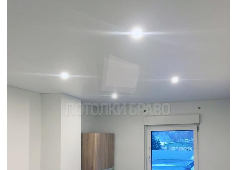 Классический белый сатиновый натяжной потолок НП-344