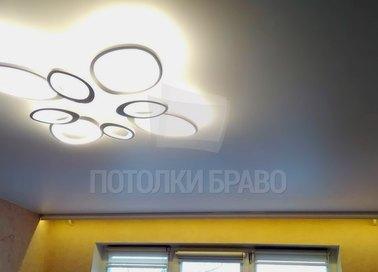 Серый матовый натяжной потолок со светильником НП-353