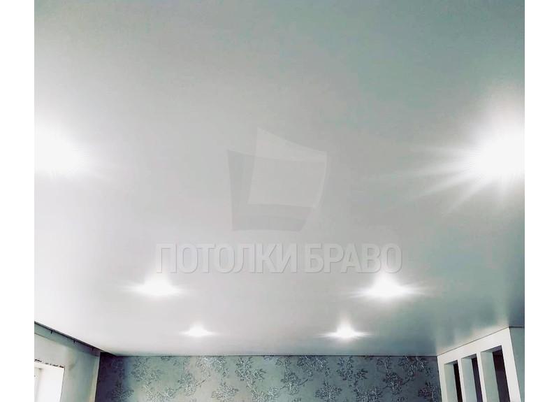 Обычный матовый натяжной потолок для жилой комнаты НП-374