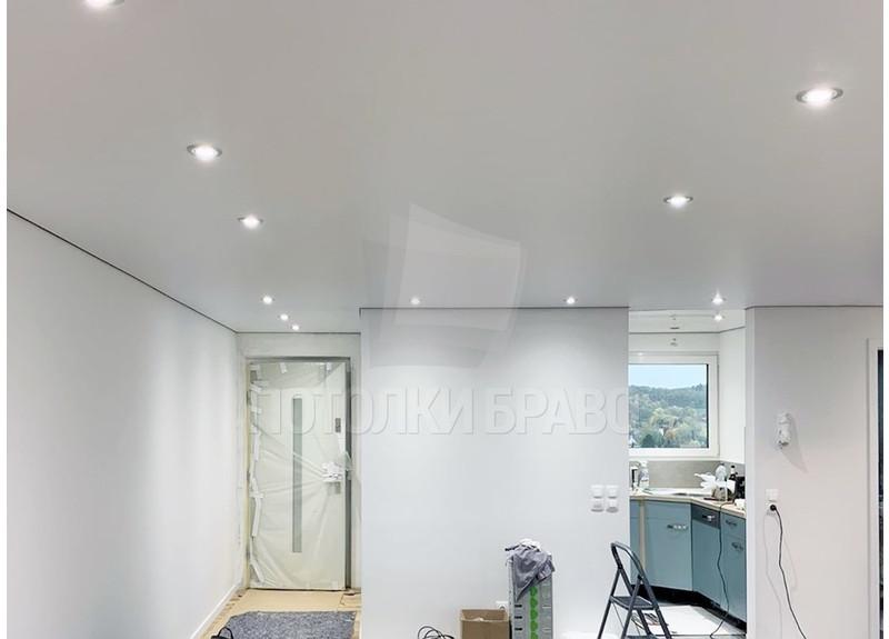 Стандартный сатиновый натяжной потолок для квартиры НП-390