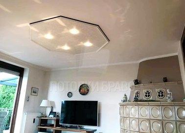 Бежевый матовый натяжной потолок для спальни НП-396