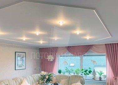 Матовый белый натяжной потолок для гостиной НП-397