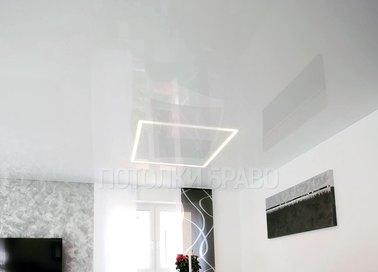 Глянцевый белый натяжной потолок в комнату НП-400
