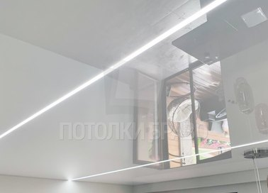 Серый глянцевый натяжной потолок с белой линией в комнату НП-408 - фото 2
