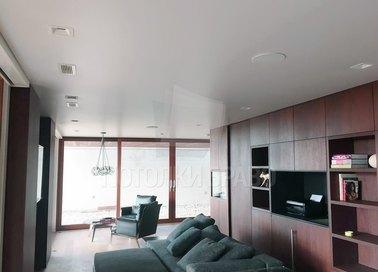 Сатиновый белый натяжной потолок в скандинавском стиле НП-414