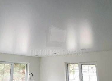 Сатиновый белый натяжной потолок в жилую комнату НП-416 - фото 2