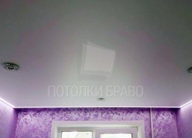 Сатиновый натяжной потолок с подсветкой для комнаты НП-420