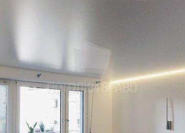 Сатиновый натяжной потолок с желтой подсветкой НП-423