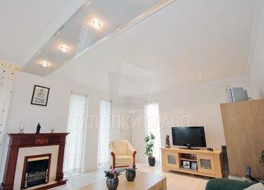 Глянцево-сатиновый натяжной потолок для гостиной НП-426