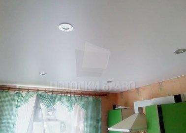 Обычный сатиновый натяжной потолок для кухни НП-428