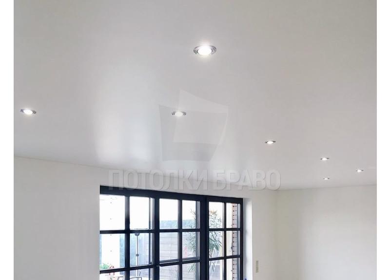 Бежевый сатиновый натяжной потолок для жилой комнаты НП-429 - фото 5