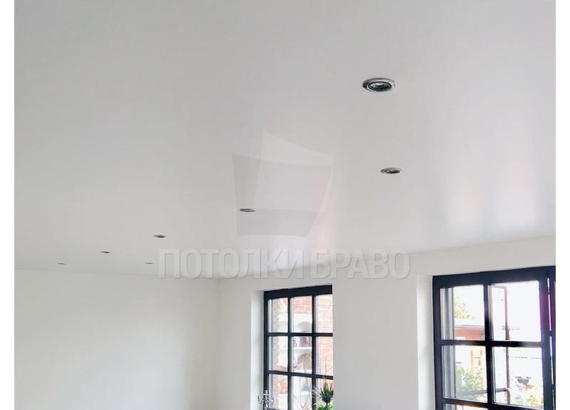 Бежевый сатиновый натяжной потолок для жилой комнаты НП-429 - фото 6