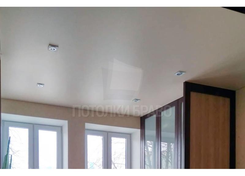 Обычный бежевый сатиновый натяжной потолок НП-431 - фото 2