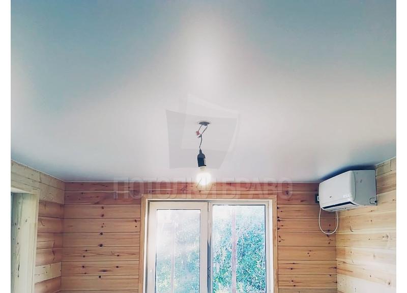 Сатиновый белый натяжной потолок для спальни НП-445