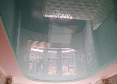 Голубой глянцевый натяжной потолок для спальни НП-453