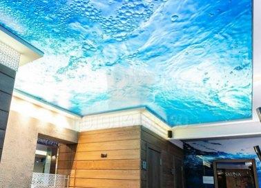 Матовый натяжной потолок с изображение воды для бассейна НП-460