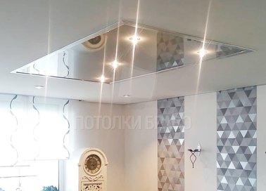 Матовый натяжной потолок с глянцевой вставкой НП-477