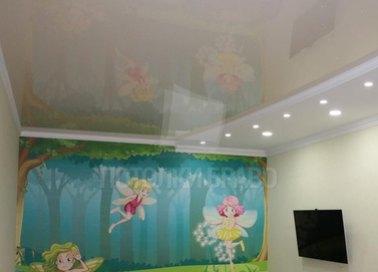Сложный матовый натяжной потолок для жилой комнаты НП-526