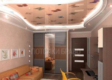 Двухуровневый глянцевый натяжной потолок с бабочками НП-530