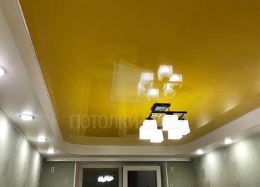 Сатиновый золотой натяжной потолок под люстру НП-543