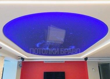 Белый матовый натяжной потолок с синим звездным небом НП-550
