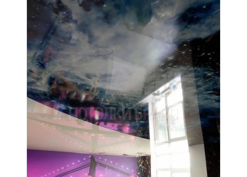 Глянцевый с космическим рисунком натяжной потолок НП-551